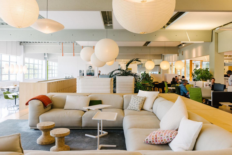 Sie Erarbeitete Das Konzept Des Citizen Office, Einem Luftigen, Hellen Und  Fliessenden Raum Auf Dem Vitra Campus In Weil Am Rhein, Dessen  Durchdachtes, ...