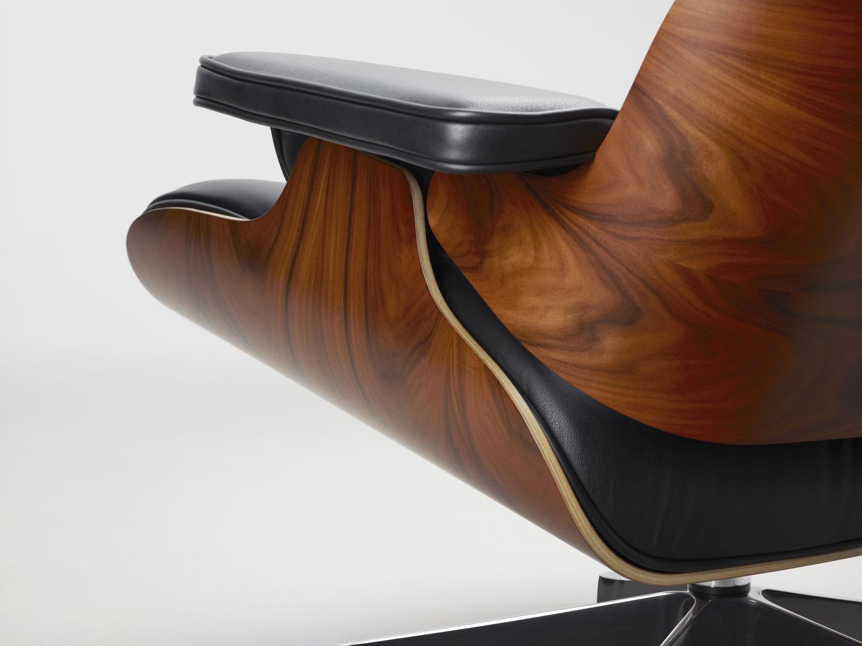 Vitra Fertigt Den Lounge Chair Von Charles Und Ray Eames Seit Den  1950er Jahren Im Gleichen Verfahren. Jetzt Erweitert Vitra In  Zusammenarbeit Mit Dem Eames ...