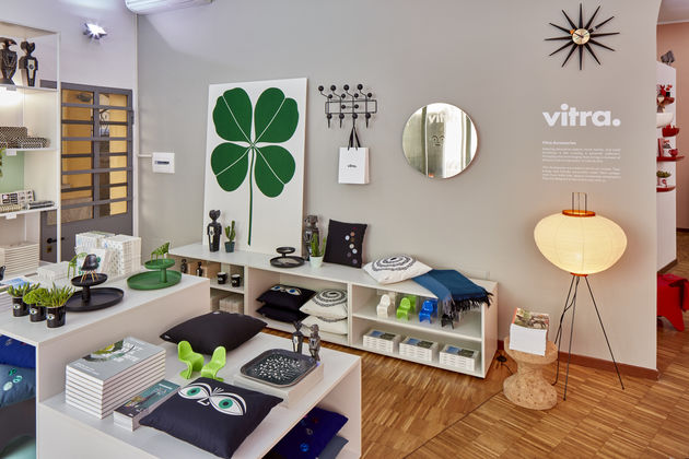 vitra vitra pop up store at fuorisalone. Black Bedroom Furniture Sets. Home Design Ideas