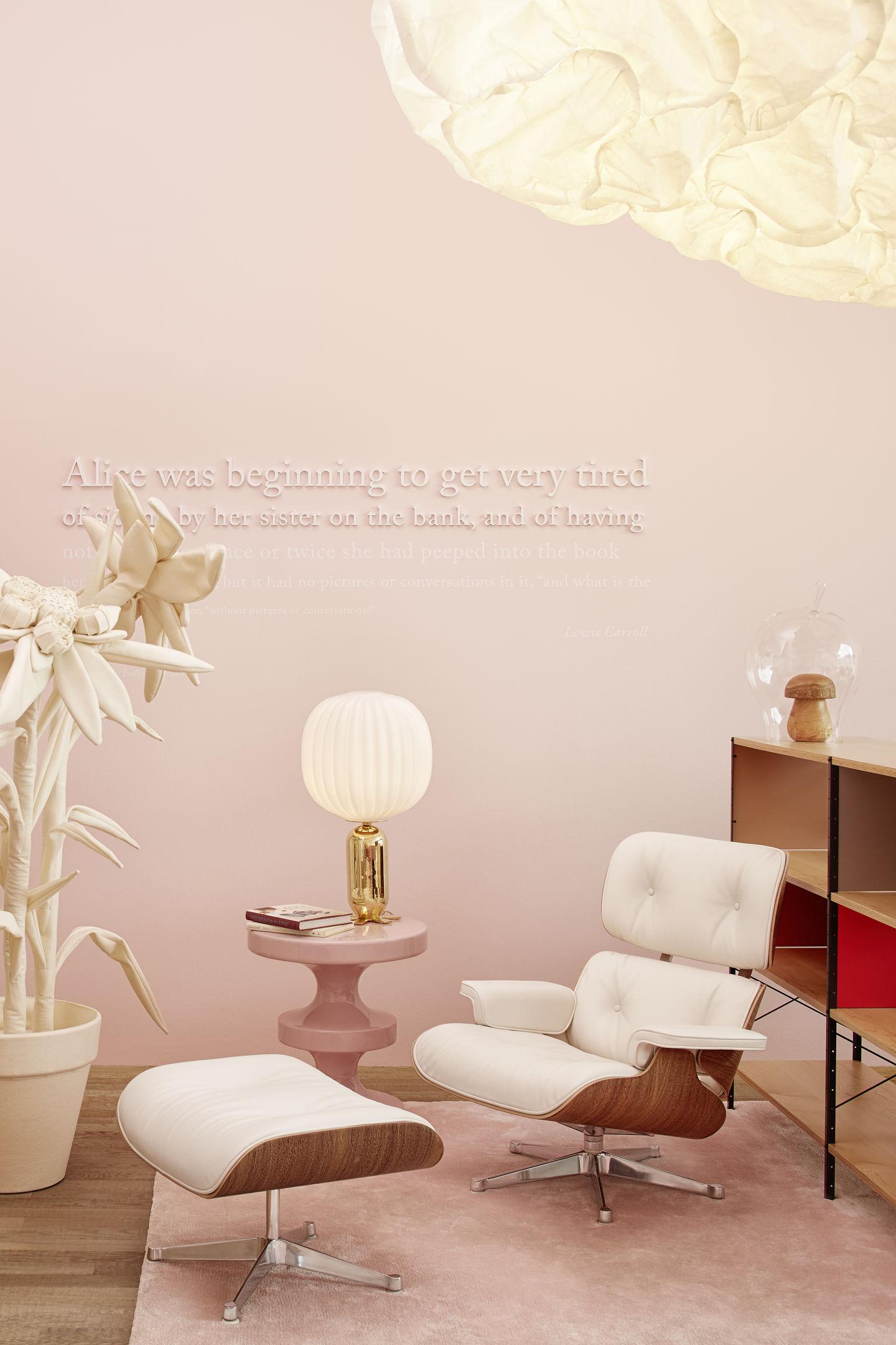 vitra india mahdavi verwandelt das loft in alices wunderland. Black Bedroom Furniture Sets. Home Design Ideas