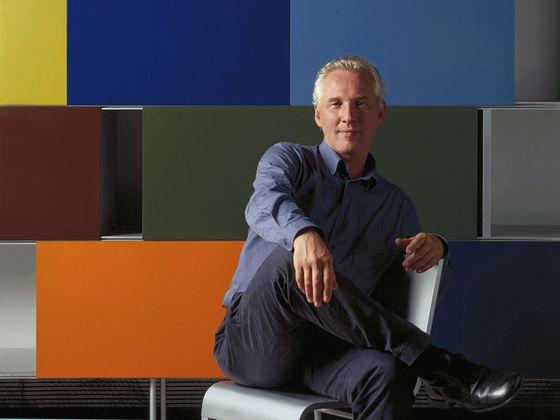 Der Designer Maarten Van Severen Entwarf Ab Mitte Der 1980er Jahre Möbel,  Die Er Anfangs In Seiner Werkstatt In Gent Selbst Produzierte.