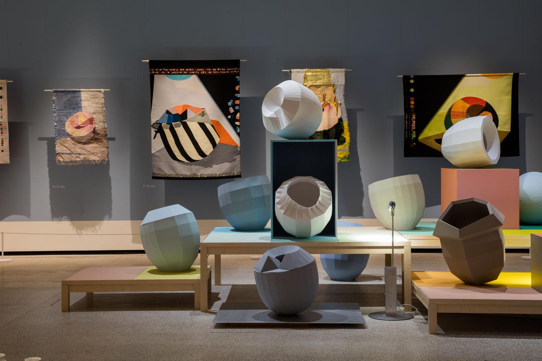 Welche Beziehung Besteht Zwischen Form Und Farbe? Wann Wertet Eine Farbe  Eine Form Auf Und Verleiht Ihr Eine Neue Dimension? Welche Rolle Spielt Der  ...