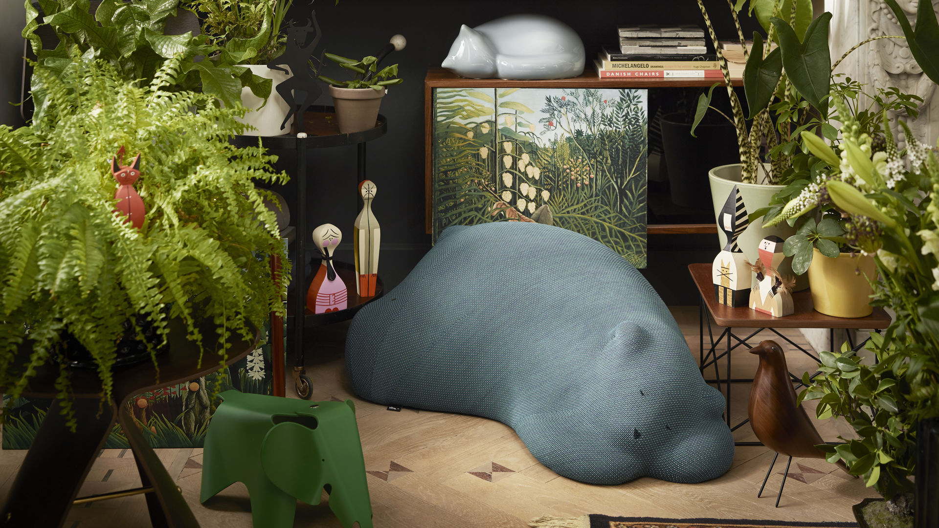 Resting Animals Bear Cat Bird Wooden Dools L'Oiseau Eames House Bird Walnut Eames Elephant small Butterfly Stool_Accessories Jungle 2018_web_16-9