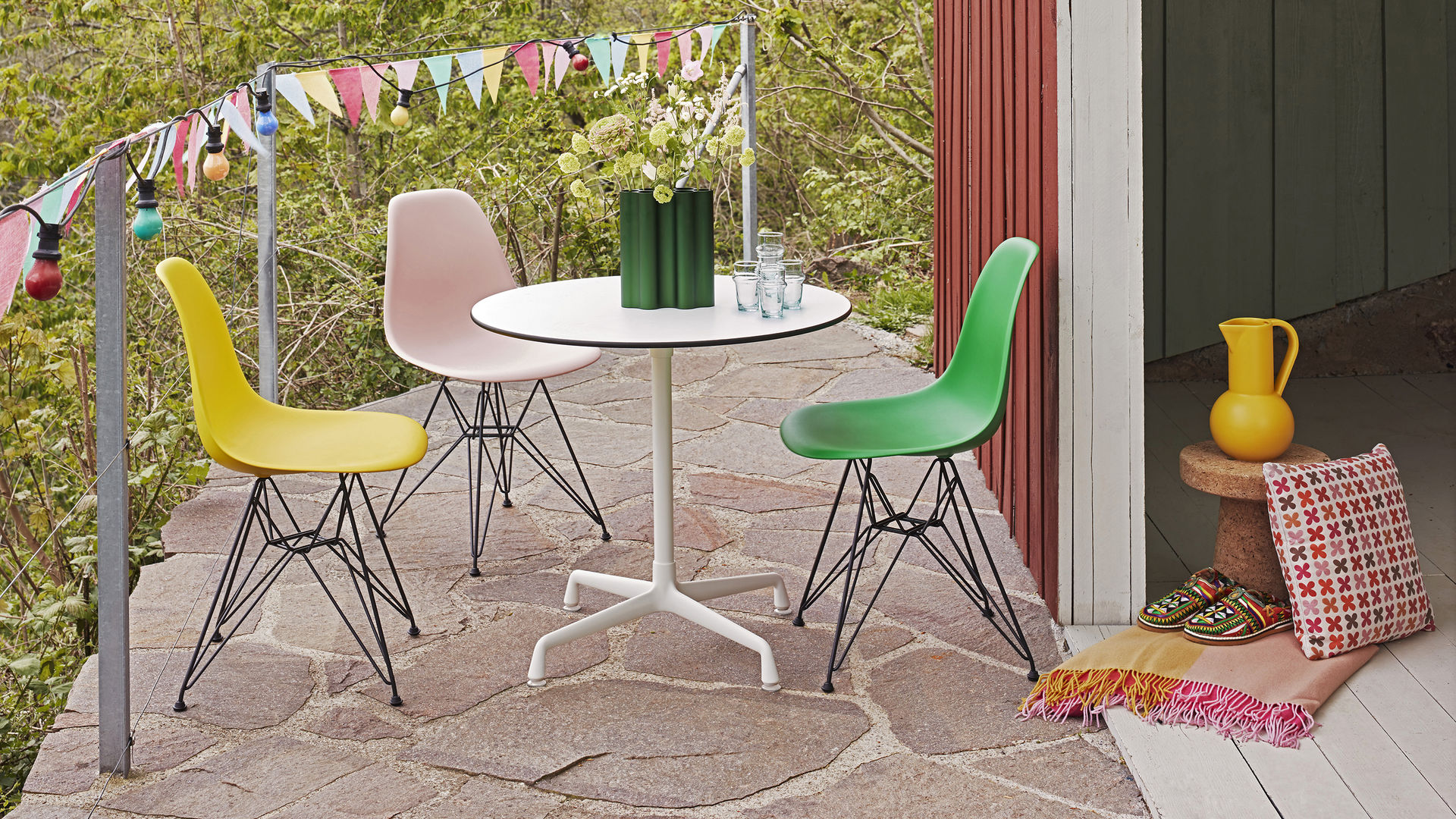 Eames Plastic Side Chair DSR Eames Contract Table Corkstool_web_16-9