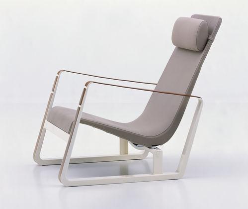 Eames fauteuils and plastique on pinterest for Chaise dsw espagne