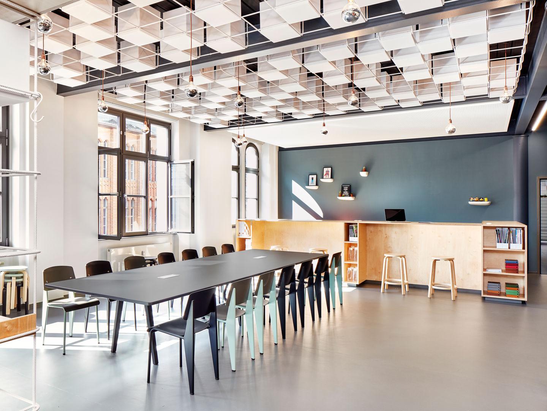 Vitra gfk berlin for Office design vitra