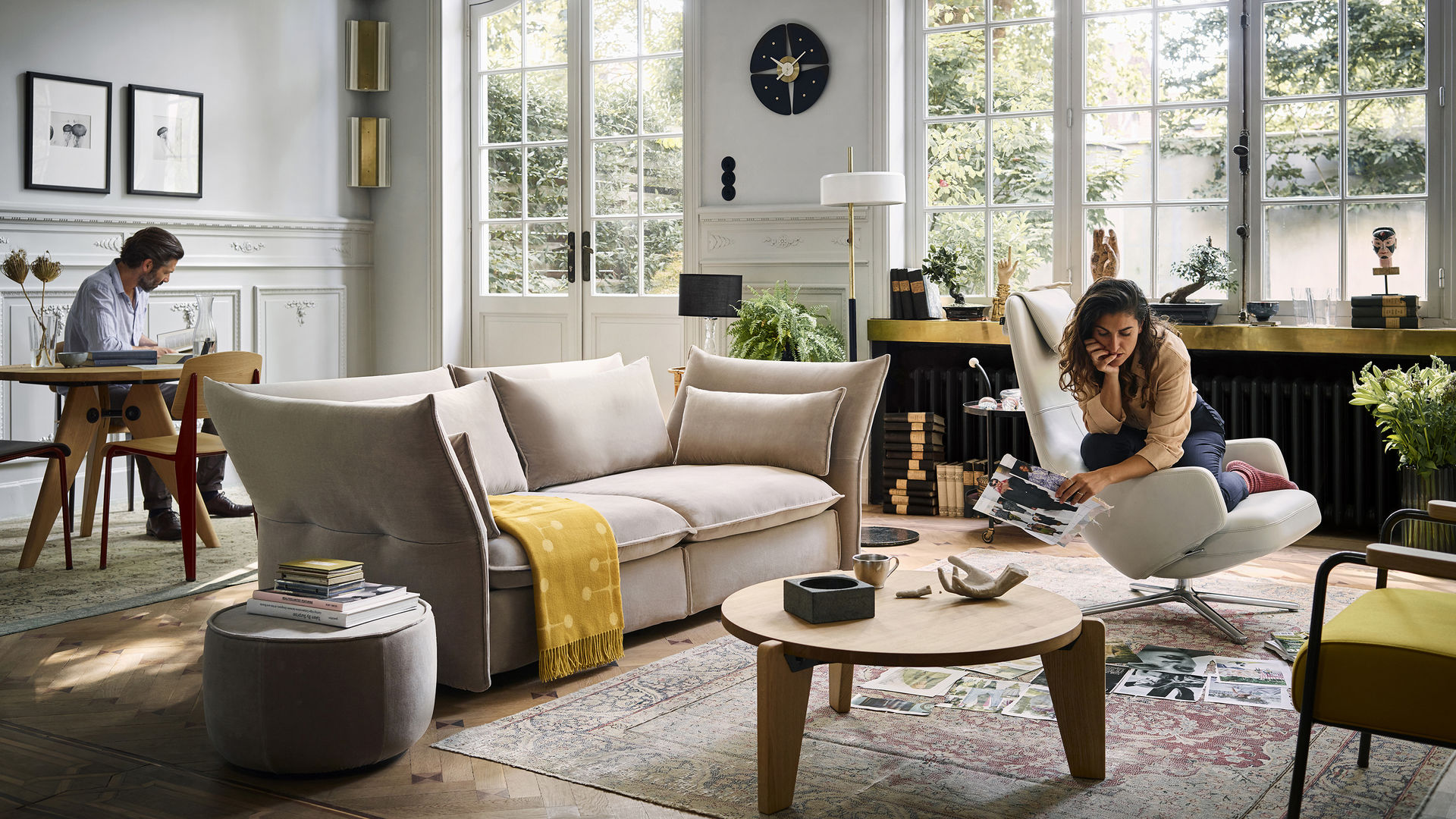 Mariposa Sofa Harald Guéridon Standard Chair Guéridon Bas Fauteuil Direction Repos Pedal Clock Eames Wool Blanket_web_16-9