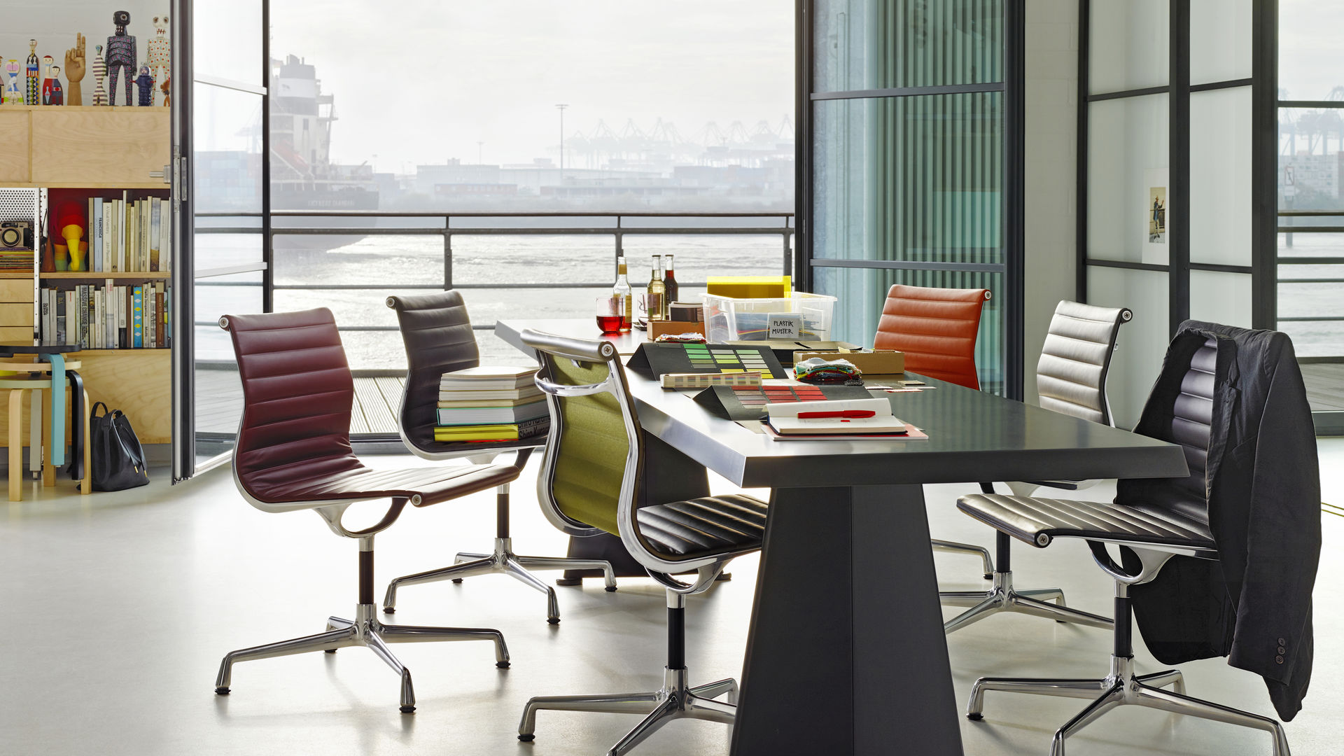 Vitra Aluminium Chairs Ea 101 103 104