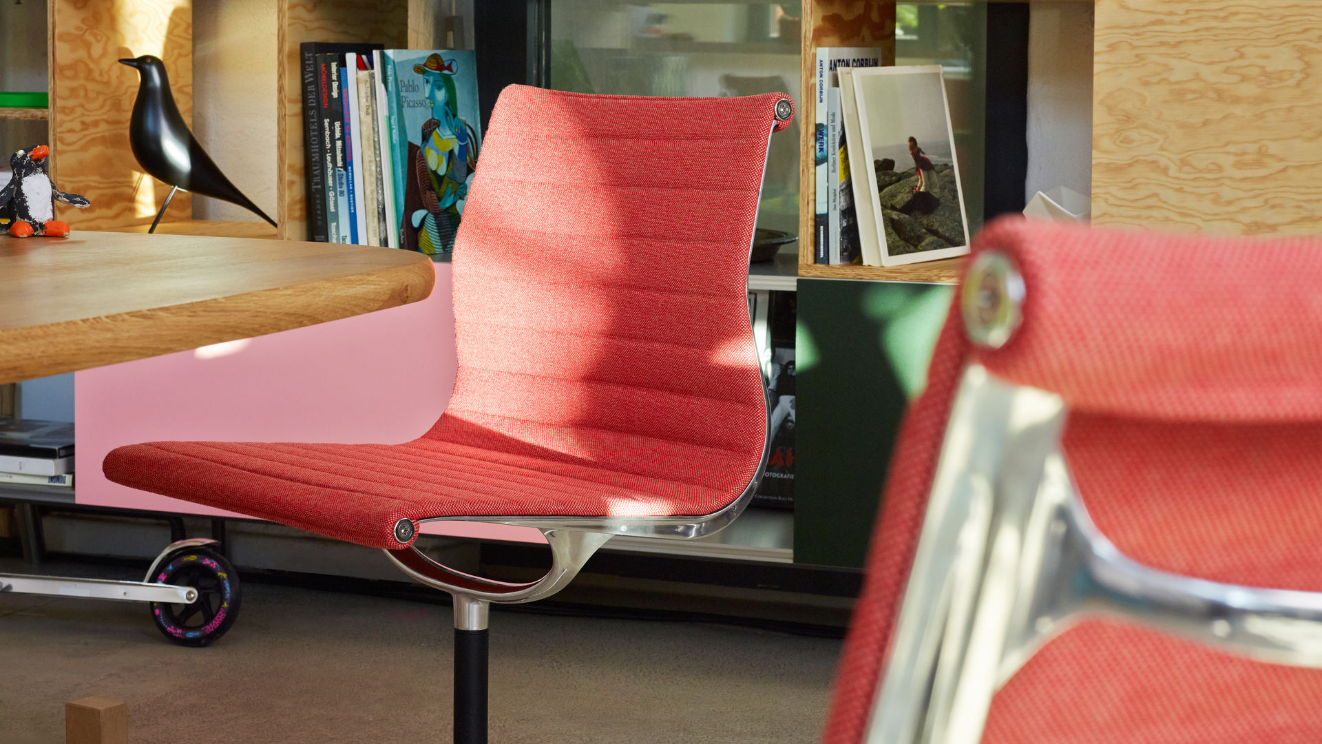 Aluminium Chair EA 101, Kast_web_inspiration