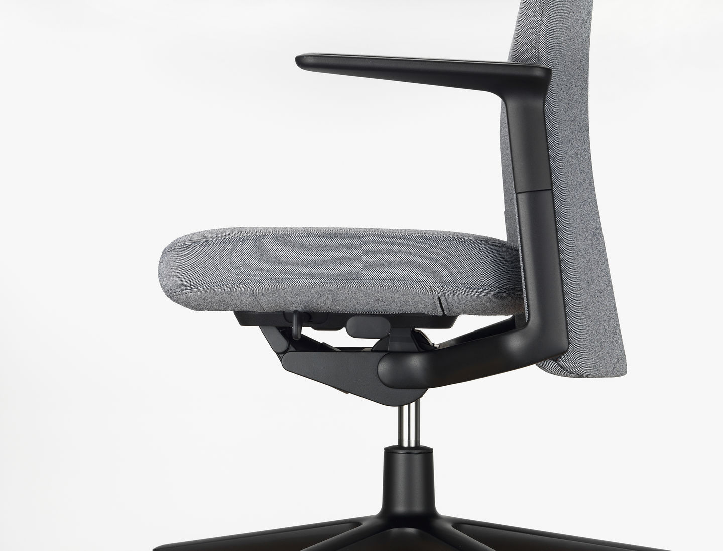 office chair design. Although Not Readily Visible, The Pacific Chair Offers All Sophisticated Functions Necessary For Ergonomic Seating. Height-adjustable Back And Office Design