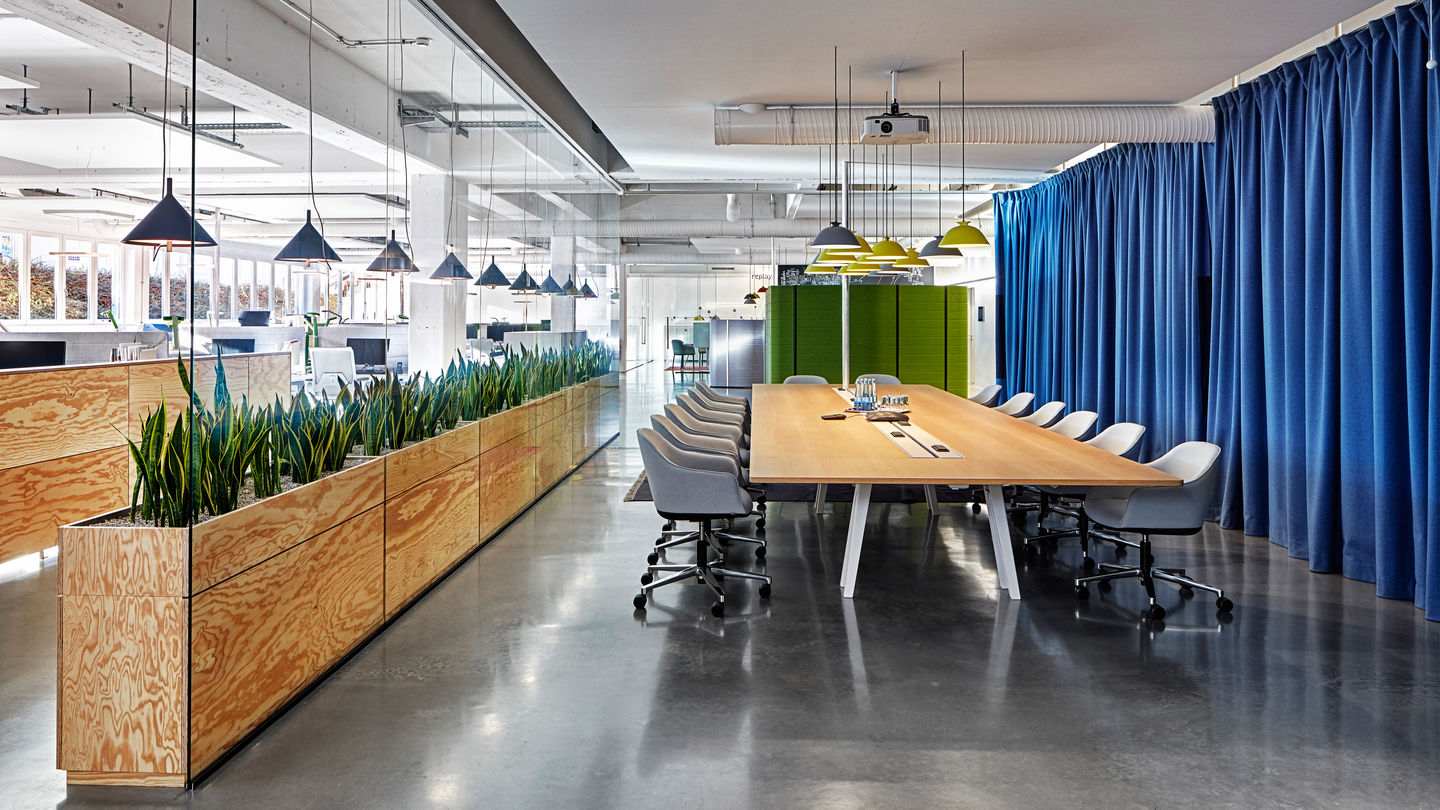 vitra citizen office. Traffic Patterns In The Office Lead Along Rear Wall. Organisation Of Space Was Achieved Solely With Existing Products And Did Not Require Any Vitra Citizen L