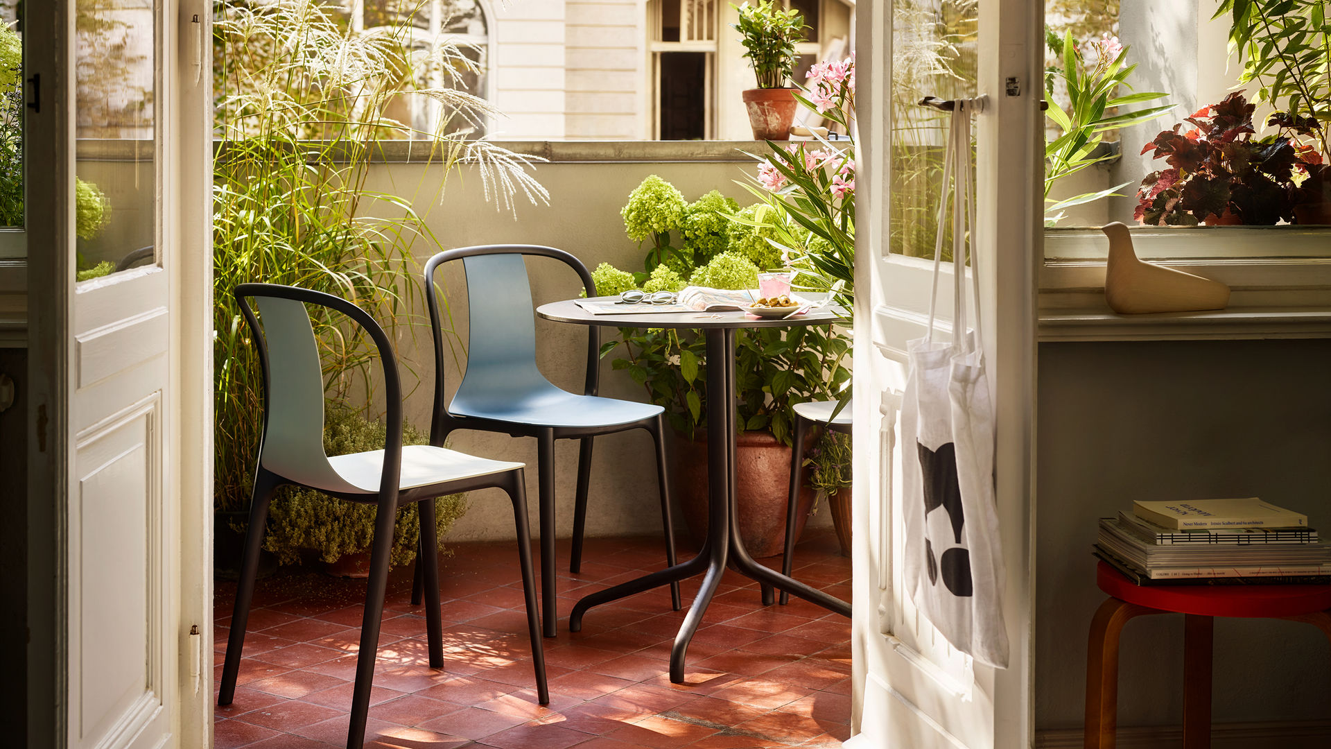 Belleville Chair Belleville Table outdoor_web_16-9
