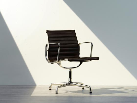 vitra aluminium chair