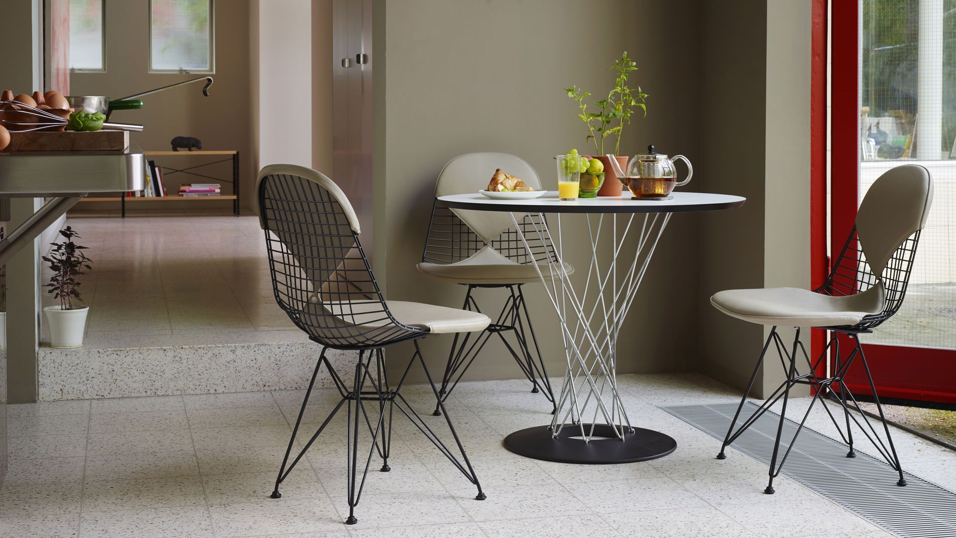 Dining Table, Wire Chair DKR_web_16-9