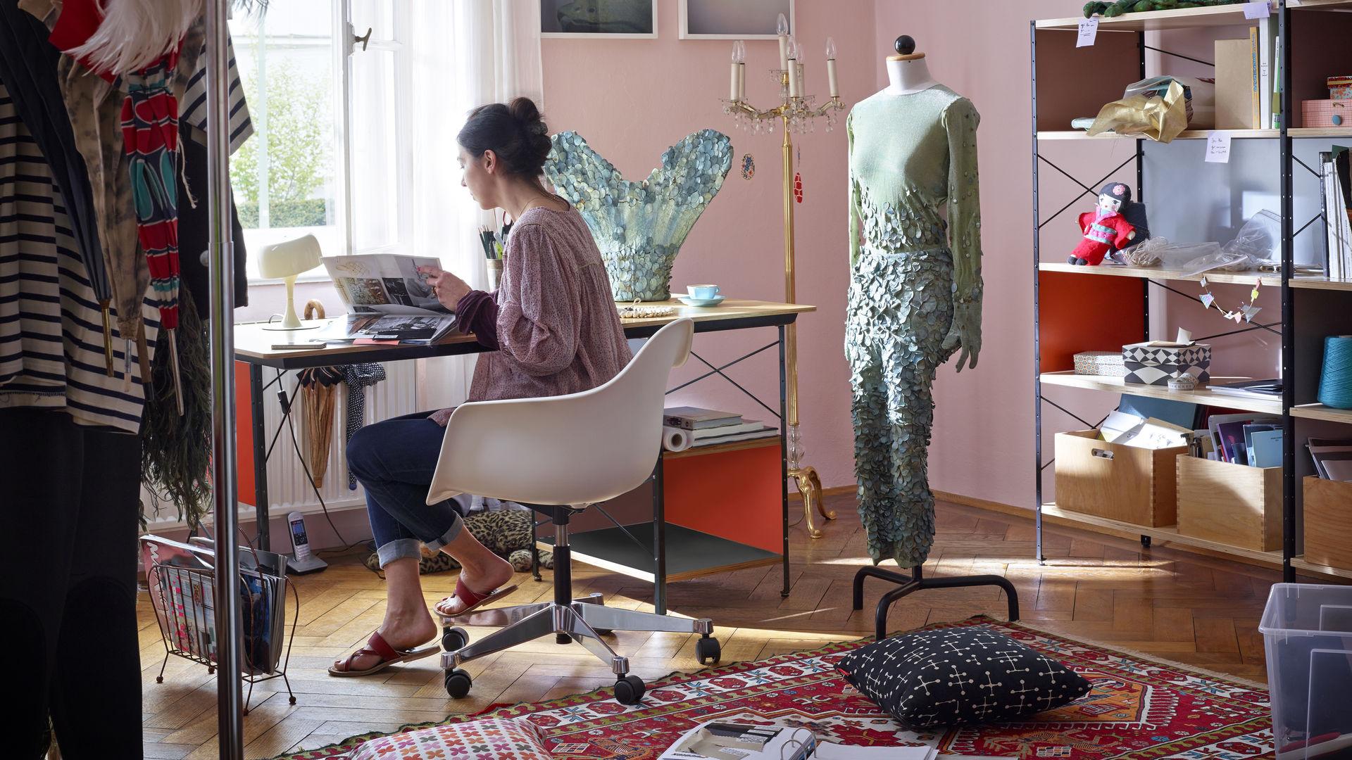 Eames Plastic Armchair PACC, Eames Desk Unit (EDU), Eames Storage Unit (ESU)_ClassicPillow_web_inspiration