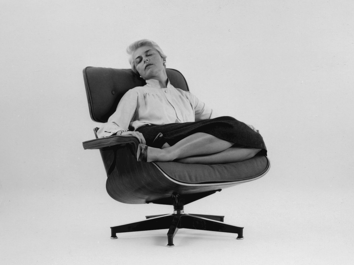 Amazing Vitra An Eames Lounge Chair In Fabric Really Creativecarmelina Interior Chair Design Creativecarmelinacom