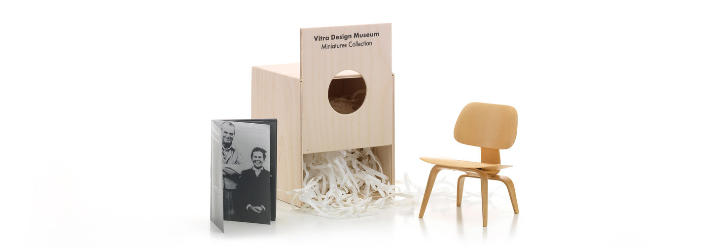 In 1940, Charles Eames And Eero Saarinen Developed A Chair With A Novel  Plywood Seat Molded Into A Three Dimensional Form For A Competition  Sponsored By The ...