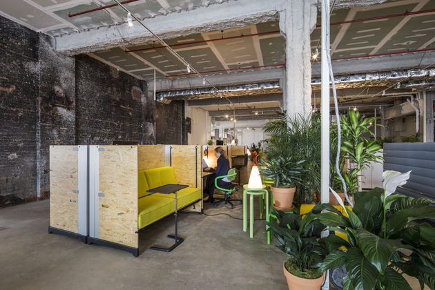 Vitra new pop up shop and garage office in new york for Garage office designs