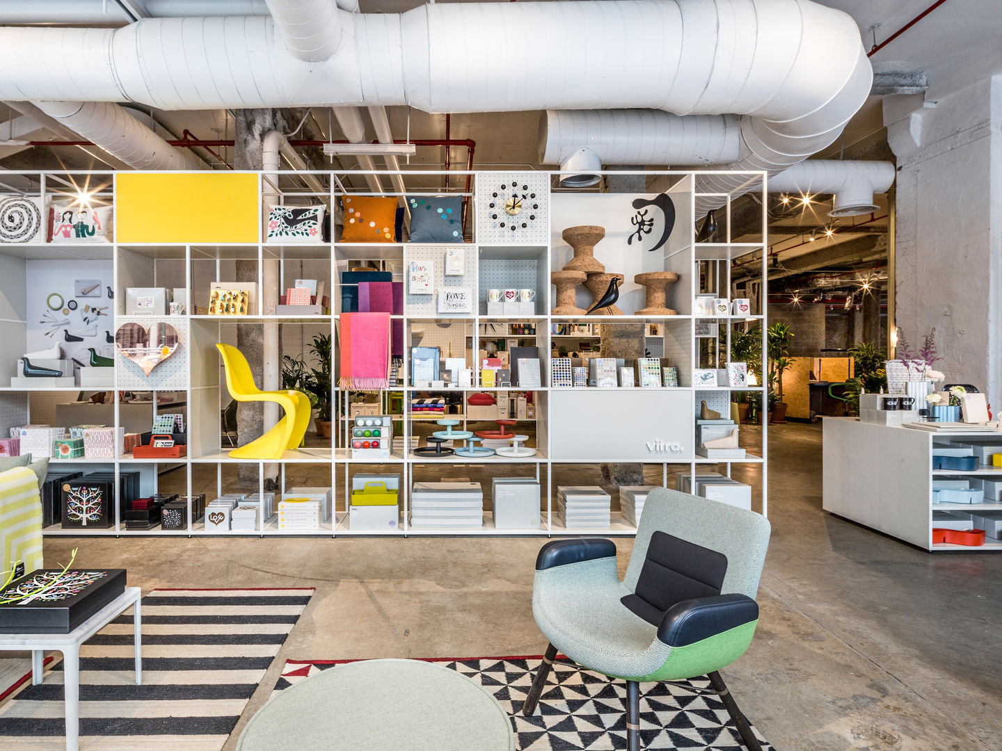 vitra new pop up shop and garage office in new york. Black Bedroom Furniture Sets. Home Design Ideas