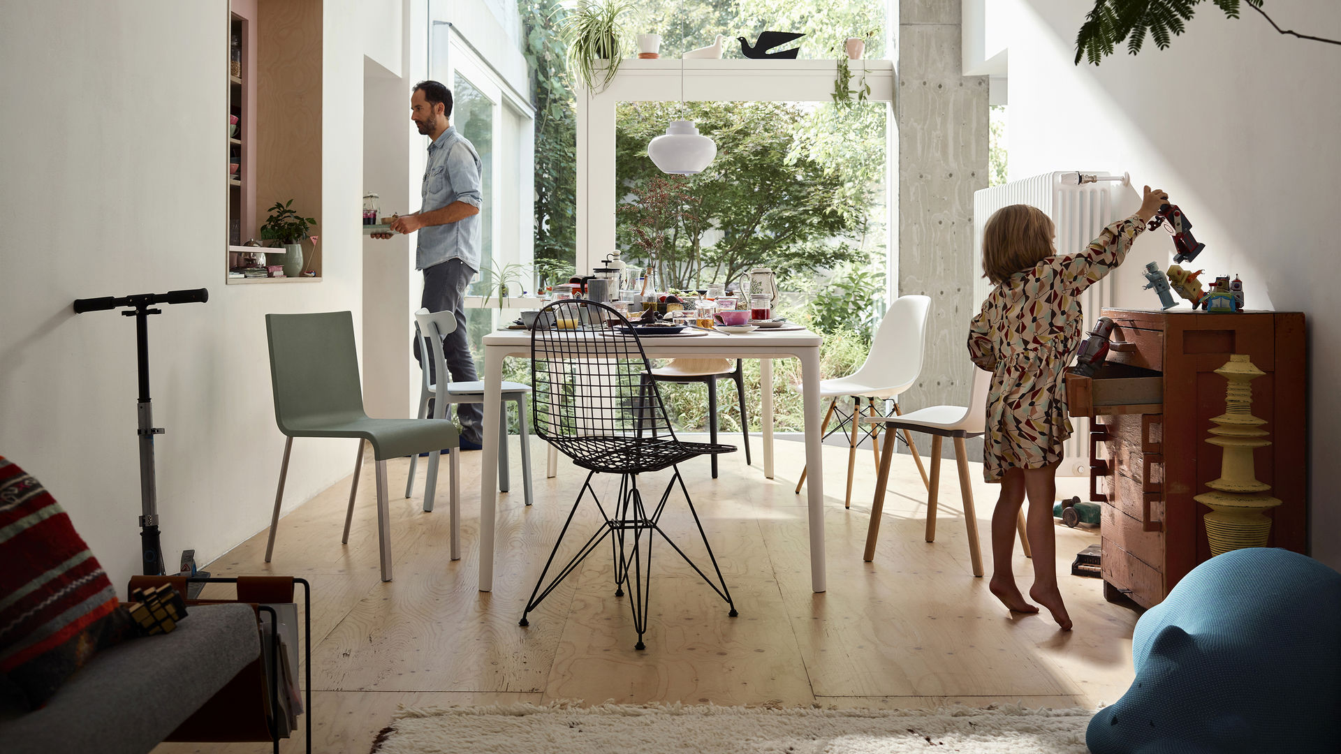 Plate Dining Table .03 Wire Chair DKR HAL Wood Eames Plastic Chair DSW Belleville Chair Wood All Plastic Chair Resting Bear L'Oiseau Metal Wall Relief Dove_web_16-9