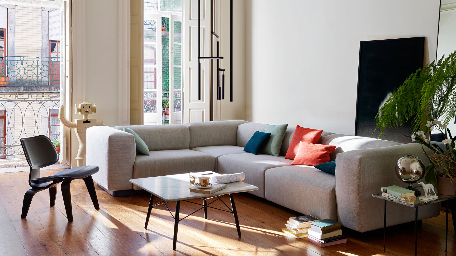 Soft Modular Sofa LCW Eames Coffee Table_web_parallax