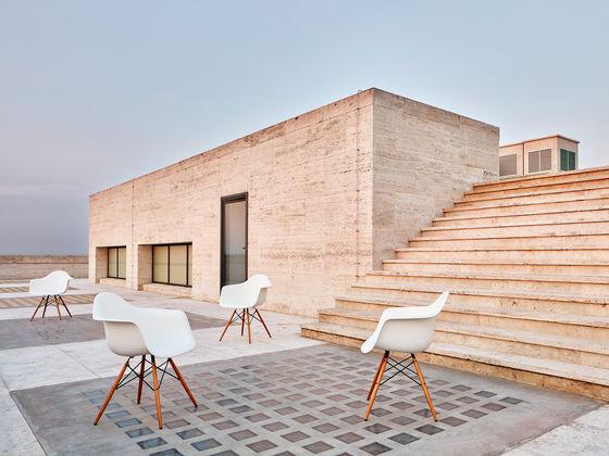 Eames Stoel Kussen : Vitra eames plastic armchair dar